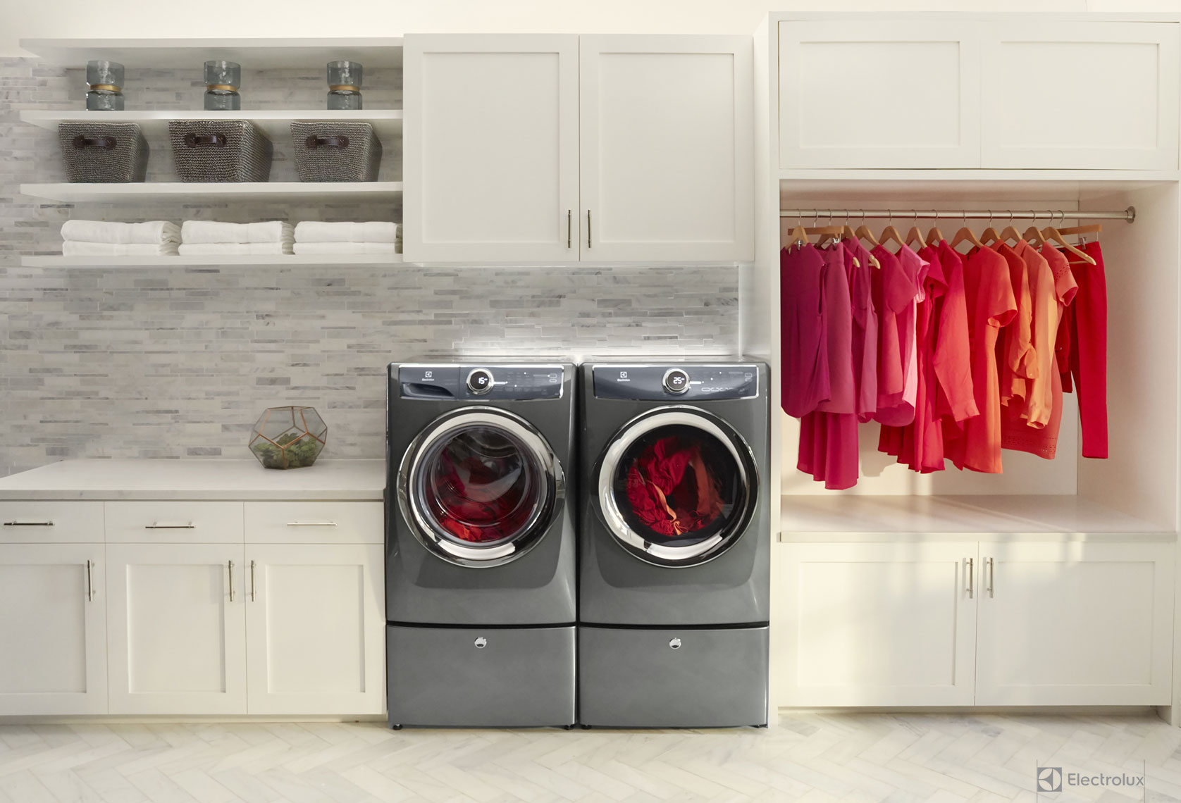 04_Photo-08_Product_Emily-With-Laundry-Pair_0272_v2